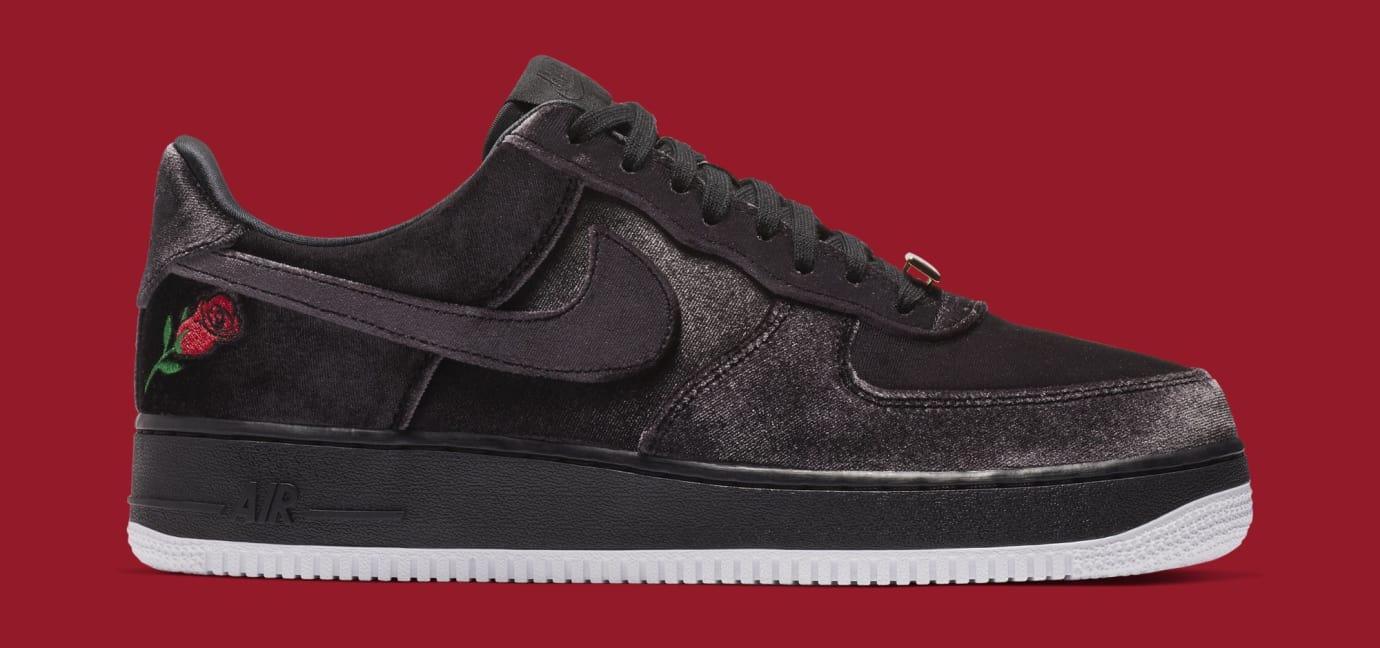 "Nike เปิดตัวรองเท้ารุ่น Air Force 1 Low ""Satin"" โดดเด่นด้วยลายปักดอกกุหลาบ"